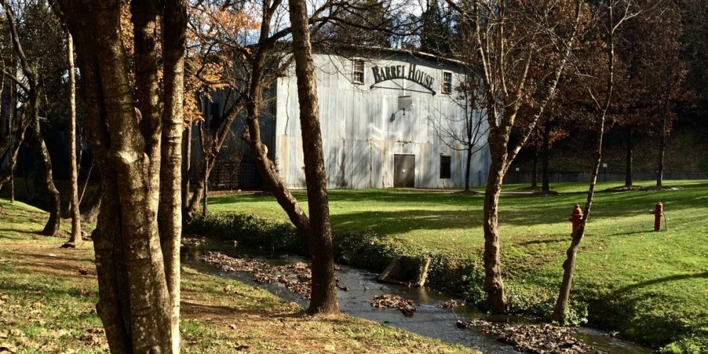 how-jack-daniels-makes-so-much-whiskeyin-such-an-old-distillery (1)