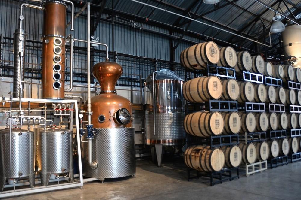 still-fermentation-tank-aging-barrels-e1435240030985